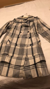 Clothing Woman's trench coat  Size 14P smoke free house