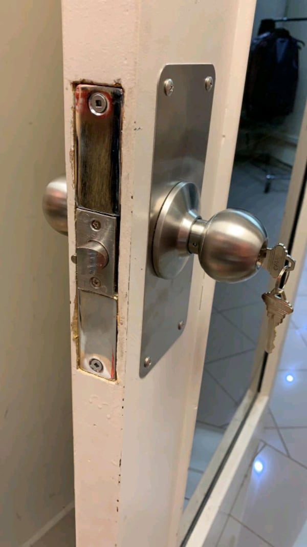locksmith service at your door step 098e5342-fc81-42fa-8ace-4958c1407be5