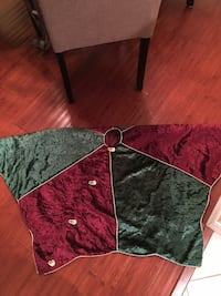 Red and Green Christmas Tree Skirt 662 mi