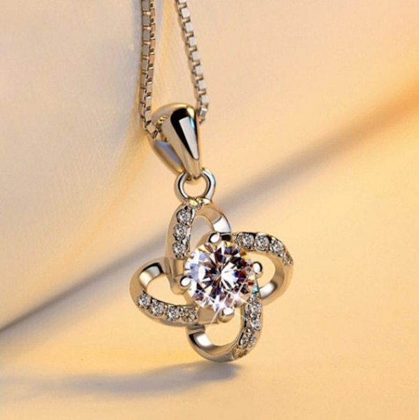 white silver Crystal necklace 46fee7a4-3d1f-4676-bc99-bcc66796d119