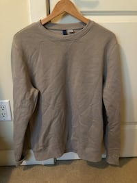 Grey sweater Surrey, V3Z 0Y4