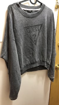 gray and black crew neck shirt New Westminster, V3L 1G2