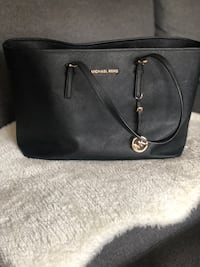 Michael kors large black voyager bag, great conditioner  Toronto, M4E 1R3