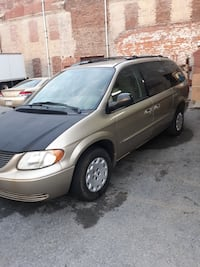 Chrysler - Town and Country - 2003 ect Keedysville