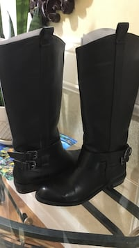Pair of black leather knee-high boots Surrey, V3R