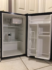 Chefmate mini fridge  Hillside, 07205