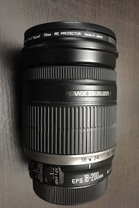 Canon EF-S 18-200mm F 3.5 - 5.6 IS lens Toronto