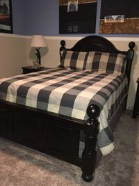 Complete queen bed set