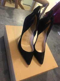 pair of black leather heeled shoes with box Toronto, M5A 3C4