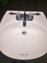 white ceramic sink with stainless steel faucet Montréal, H1G 1M8