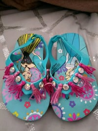 pair of blue-and-pink flip flops Highland, 92346