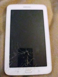 Tablet samsung /Screen is cracked/ Does work///PRICE IS NOT FIRM///