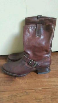 Frye boots size 11 will fit size 10 with a wider f Surrey, V4N 4Y7