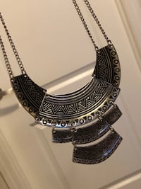 Stunning statement necklace (silver) Milton, L9T 8J4