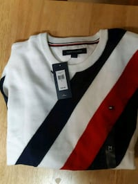 Tommy Hilfiger sweater medium Edmonton, T6L 3A5