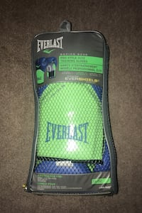 Everlast Boxing Gloves , T7X 3S5