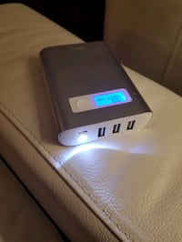 10,400 mAh Powerbank w/ LCD Display and Flashlight!!!! Toronto, M2K 3C1