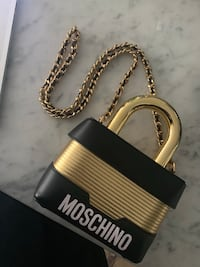 MOSCHINO x HM SOLD OUT LOCK BAG Toronto, M5A 3C4