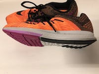 unpaired pink and black Nike running shoe Los Angeles, 91324