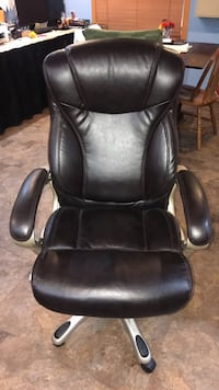 Leather office chair Sioux Falls, 57106