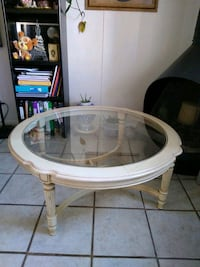 Round wood coffee table with beveled glass top Albuquerque, 87110