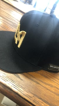 black and white fitted cap Los Angeles, 90015