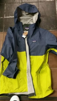 patagonia torrent shell wind breaker goretex Toronto, M5T 1K1