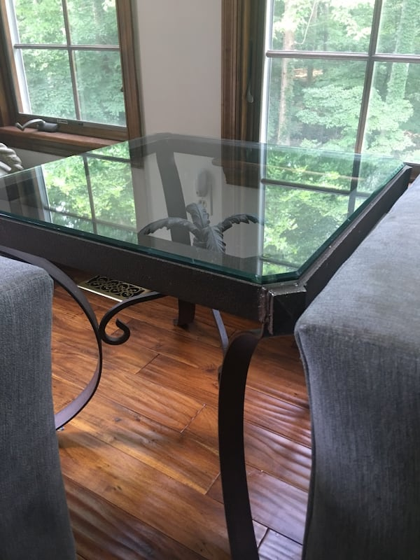 Z Gallerie solid wrought iron & glass side table 625d6c09-664b-4186-b301-6e5029289dbe