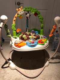 Baby's white and green jumperoo Mississauga, L5J 3J3