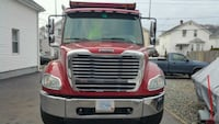 freightliner  - tri axle dumptruck  - 2005 East Providence, 02914
