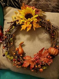 Grapevine wreath handmade   43 mi