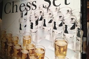 Chess set shot glass never used