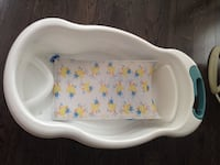 Baby bath tub with duck mat