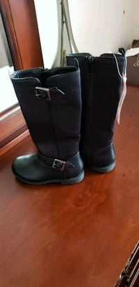 pair of black leather boots Red Deer, T4R 2J5