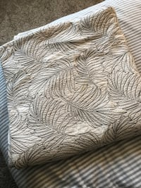 Threshold KING quilt with 2 standard pillow shams  Gainesville