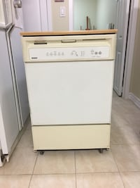 Portable Dishwasher with Counter Top Brampton, L6V 2Y4