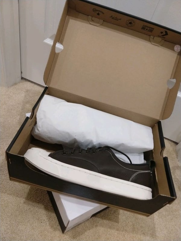 Converse, men's 8.5, new in box, never worn. 289d1bbf-6ddc-4024-9ede-8fd5ee84bb9d