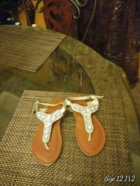 pair of brown-and-white thong sandals Edinburg, 78541