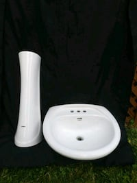 SINK FAUCET//WHITE//CLEAN//NOT BROKEN//15$ Châteauguay