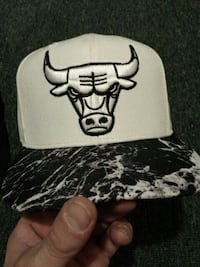 white and black Chicago Bulls fitted cap Hamilton, L9B 2W3
