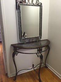 Table with mirror in good condition with a few scratches Middletown, 06457