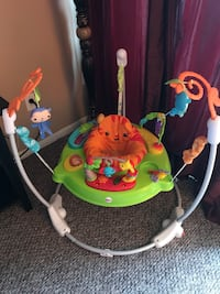 baby's green and white jumperoo Plantation, 33324