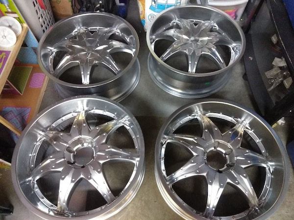 Re Chrome Rims >> Used 24inch 6lug Universal Chrome Rims No Tires For Sale In Fircrest