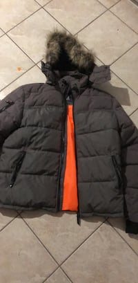 Black and red zip-up bubble jacket Gatineau, J8Y 3E7