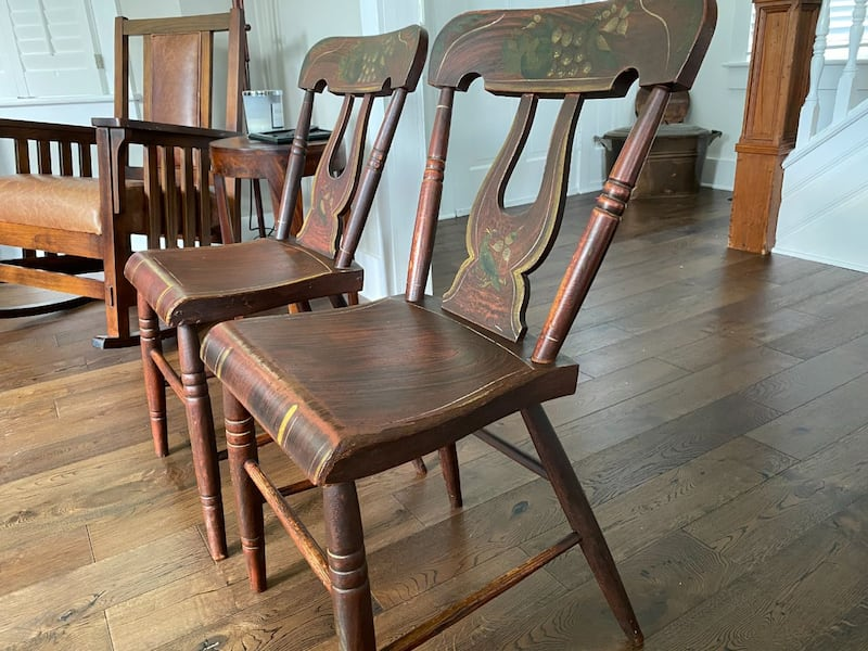 Vintage painted chairs 74002ca9-3156-4274-b900-92d369039b05