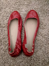 pair of red leather flat shoes Fort Worth, 76137