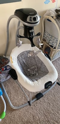 Baby's white and gray graco cradle and swing. Almost New. 曼彻斯特, 03104