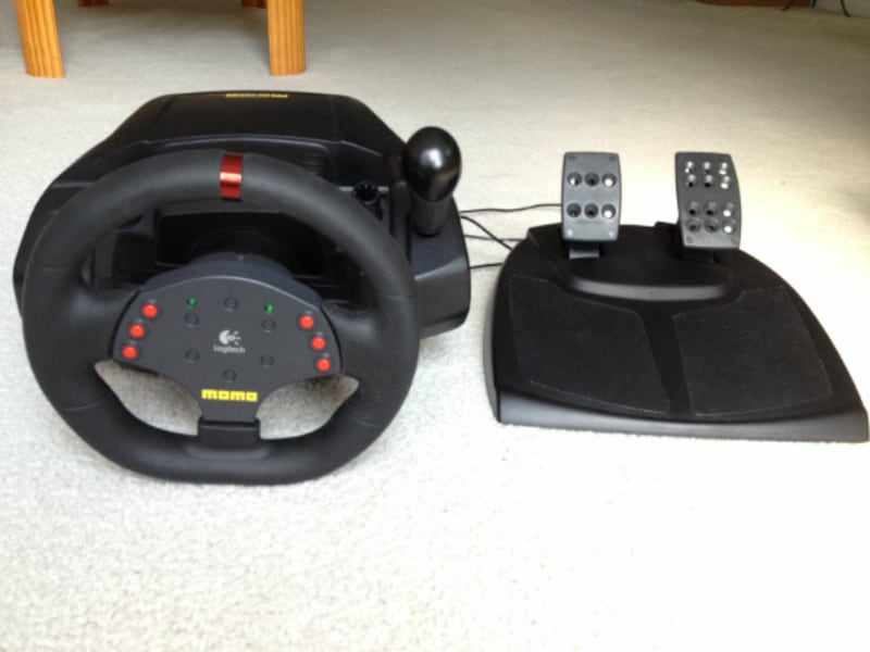 Logitech MOMO Racing Wheel With Pedals bdeffc81-f958-4161-839b-cb9bf160a4d2