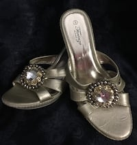 Women's Sandal size 8, excellent condition