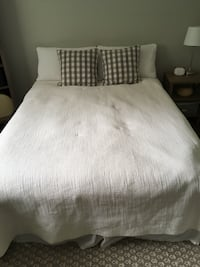 Queen size mattress and boxspring Langley, V3A 2R6